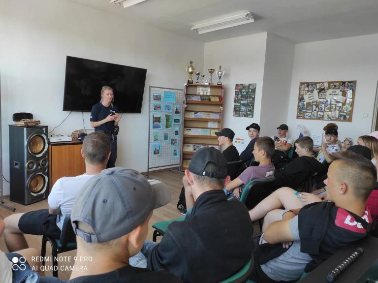 Prelekcja Policji w 11-5 Hufcu Pracy w Lęborku