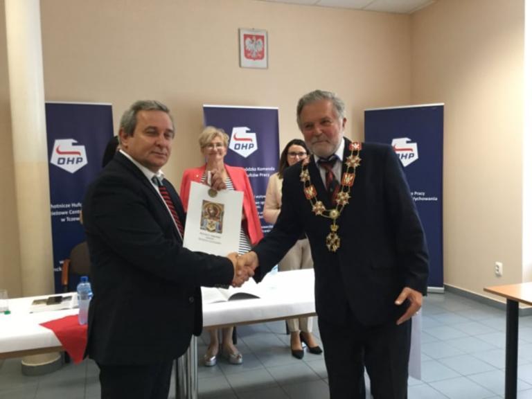 Przyznanie medalu Ośrodkowi Szkolenia i Wychowania w Tczewie