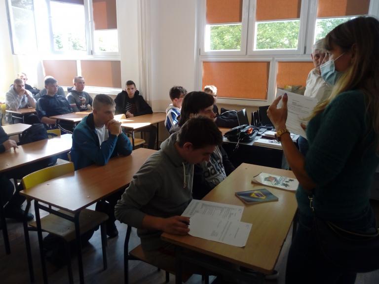 Kurs z teorii zawodowej w 11-19 Hufcu Pracy w Słupsku