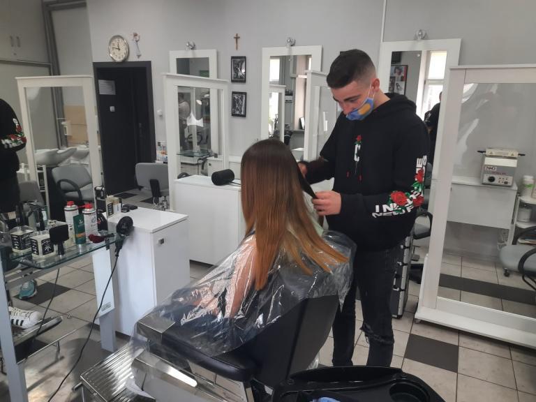 Młodzi, zdolni, ambitni fryzjerzy