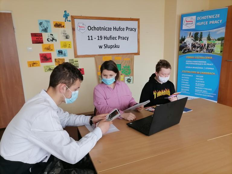 Bezpieczni w Internecie z 11-19 Hufcem Pracy w Słupsku